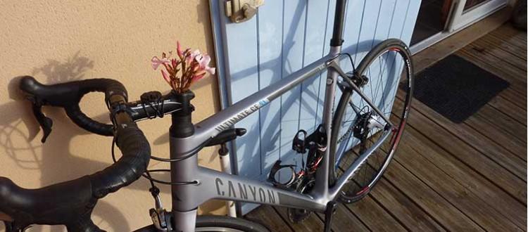Wielrenner Il Campionissimo vertelt hoe hij besmet werd met het wielerbacil. Hij heeft een fiets van carbon maar mist de warmte van een stalen fiets.