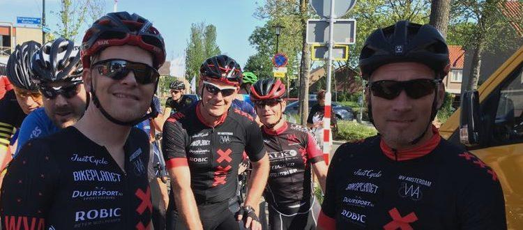 Marco Postma, Arjan Vonk, Jos Backer en Maurice Bruijn aan de start van de Omloop van Wervershoof